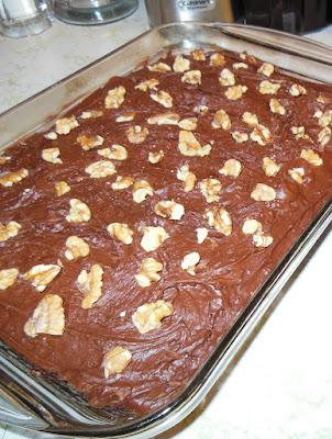 Chocolate Desserts to Celebrate Valentine's Day, Hershey's 5 Minute Chocolate Cake!