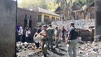Gandeng Pelajar Muhamadiyah, Pol PP Bersihkan Puing-Puing Kebakaran di Nggarorangga