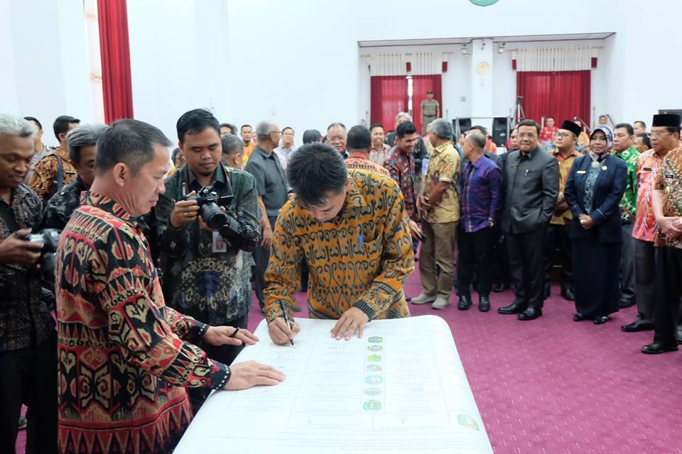Pendantangan komitmen bersama program pemberantasan korupsi terintegrasi Pemerintah Daerah Kalimantan Barat