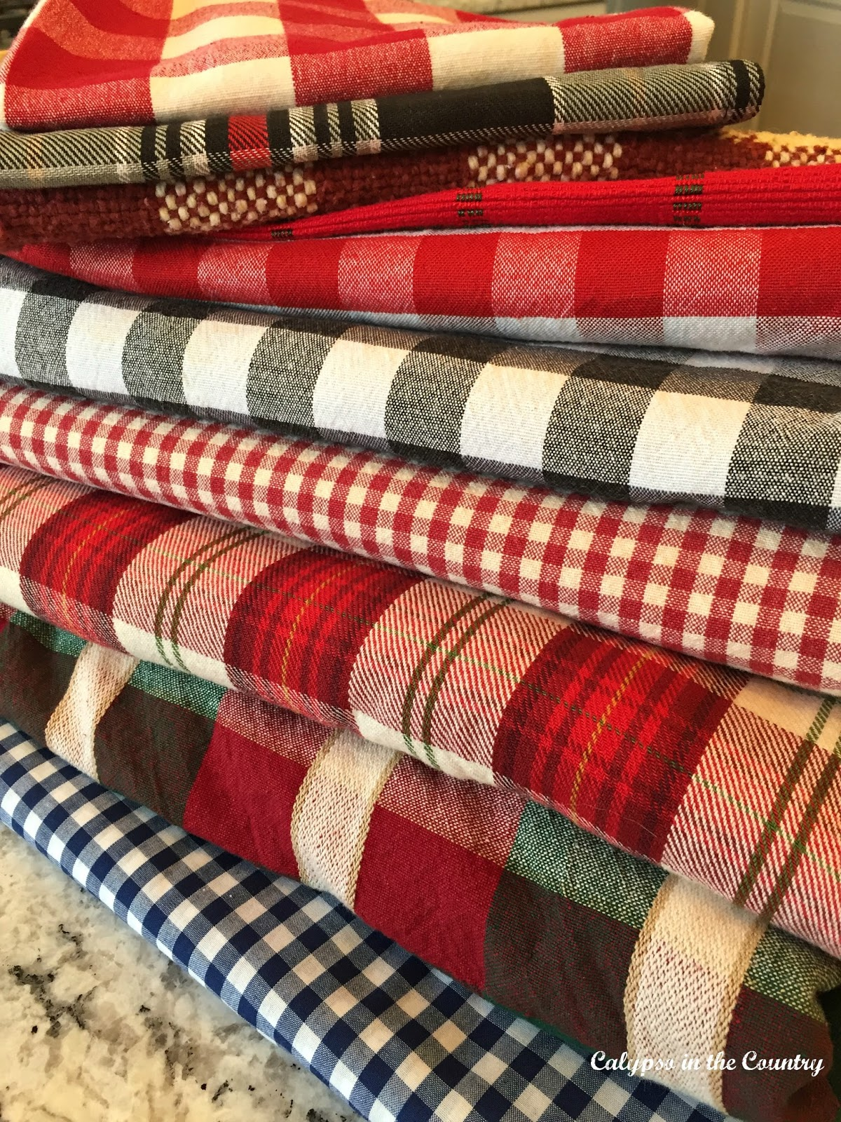 Plaid Table Settings for Fall and Winter Holidays