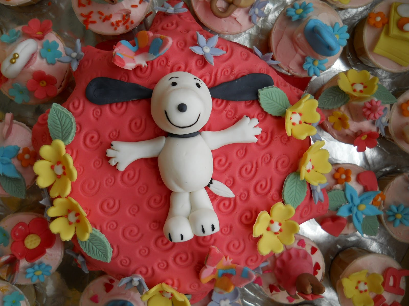 The Best Cakes In Town Snoopy Birthday Cake And Cupcakes