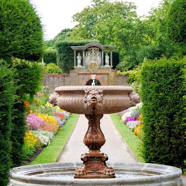 http://riedgarten.blogspot.de/2014/08/pashley-manor-gardens-ticehurst-east.html