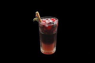 cocktail triple berry sangría