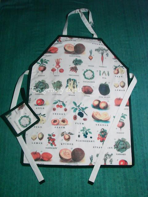 conjunto-delantal-de-cocina-y-agarrador-con-gorrito-y-delantal