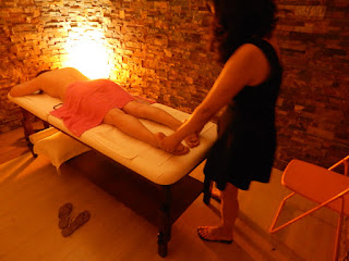 Nuna asian masseuse massaging feet in massage center Hâi, La Malagueta, Malaga
