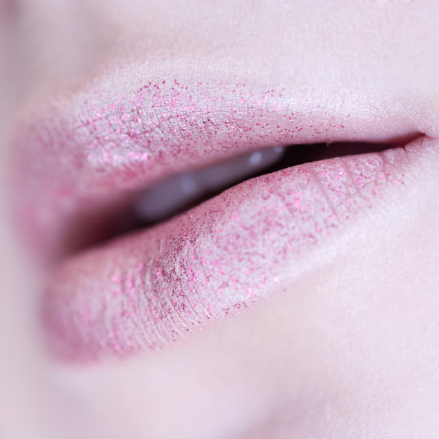 glitter lips nyx red