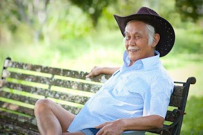 Bob Sadino Selalu Tampil Sederhana