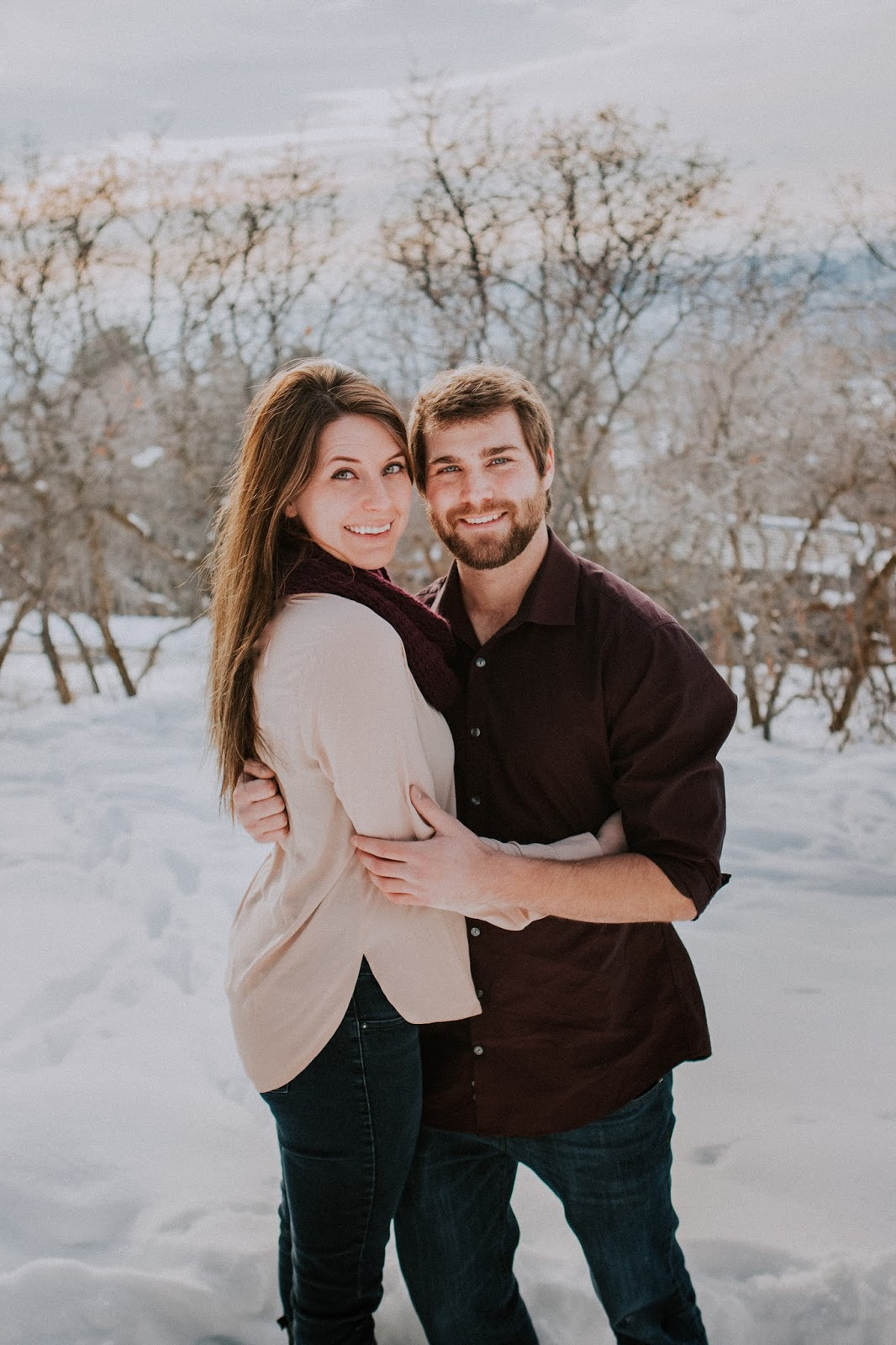 engagement pictures in the snow