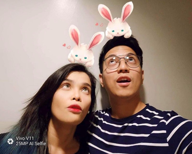 KZ Tandingan and TJ Monterder trying out Vivo V11's AR Stickers