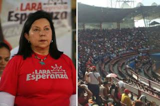 Hasta con el Tobo le dieron a Carmen Meléndez en el estadio durante homenaje a los fallecidos