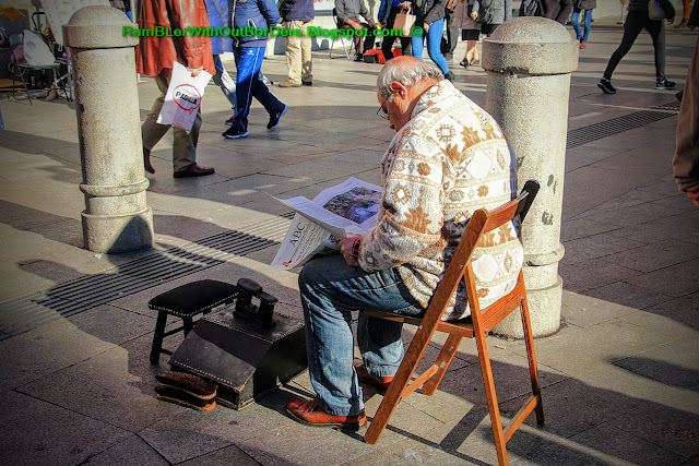 Shoe shine, Puerta del Sol, Madrid, Spain