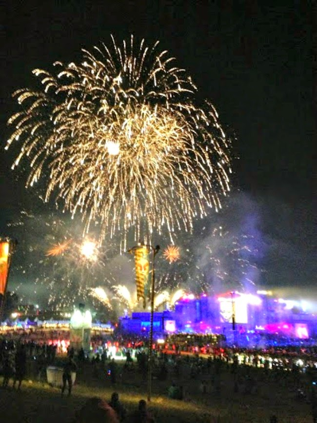 tomorrowworld main stage fireworks