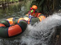 Bermain tubing di sungai Gebang Yogyakarta