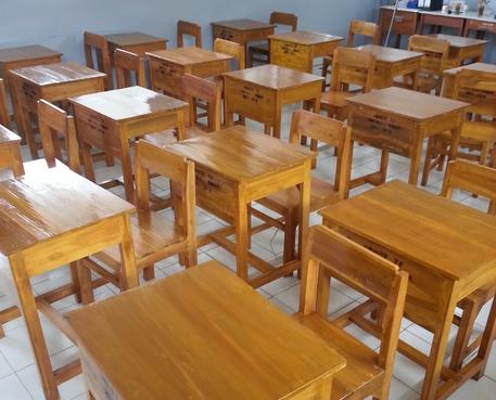 Desain set kursi impres sekolah dari kayu jati