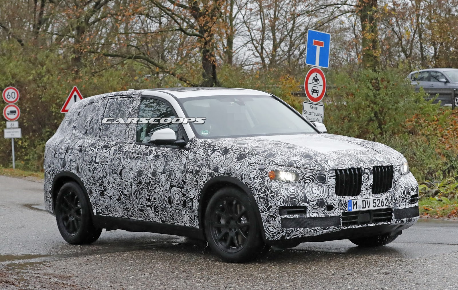 2018 bmw x5 spotted wearing its final production body carscoops. Black Bedroom Furniture Sets. Home Design Ideas