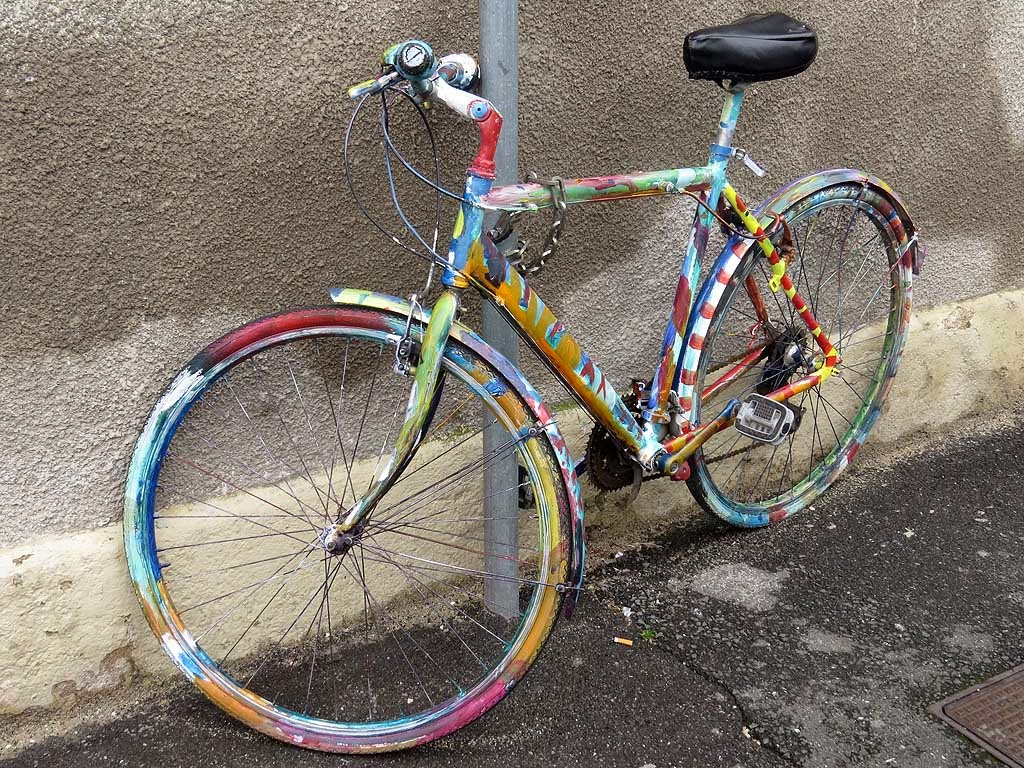 Hand painted bicycle, via Serafino De Tivoli, Livorno