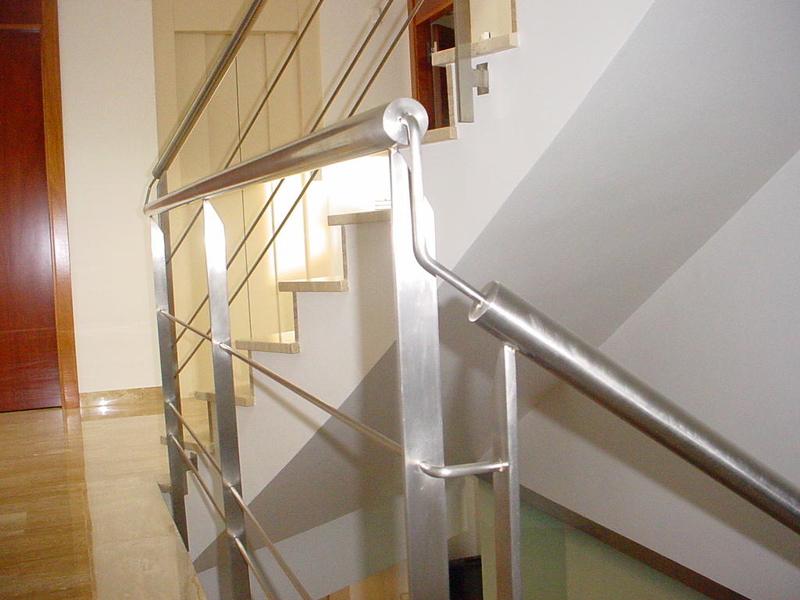 Barandas en acero inoxidable y estructural estructuras - Pasamanos de acero inoxidable para escaleras ...