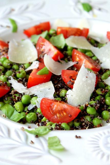 poradniki,ciepła sałatka,jak gotować komosę ryżową,jak ugotować quinoa,co to jest quinoa,właściwości komosy ryżowej,zielony groszek przepisy,zielony groszek właściwości,komosa ryżowa przepisy,z kuchni do kuchni,