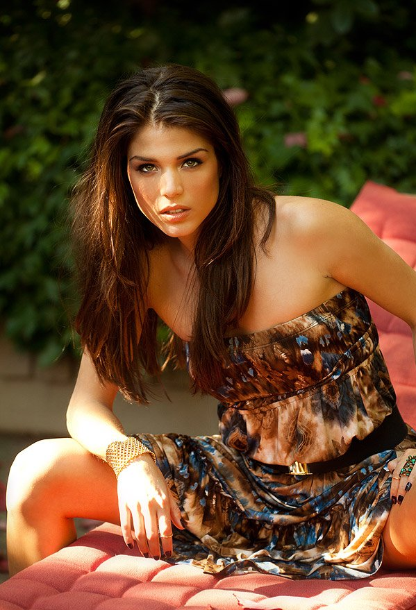OFFICIAL TAYLOR LAUTNER FAN PAGE: Marie Avgeropoulos is ...