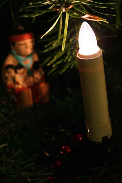 Christbaumbeleuchtung mit indianischer Madonna