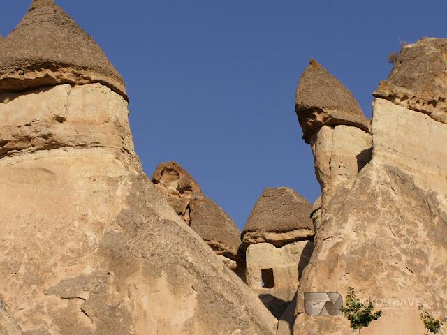 Kapadocja - formacje skalne, podziemne miasta, bajkowe kominy powstały dzięki procesom erozyjnym powodowanym przez wiatr, deszcze i wodę.