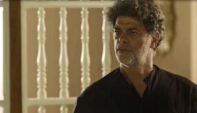 Murilo ouve Sóstenes falar sobre o passado — Foto: TV Globo