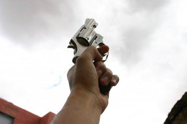 Resultado de imagem para bala de um tiro dado para cima