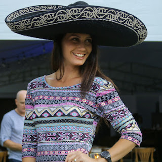 She's is really killing it in that cowboy's hat