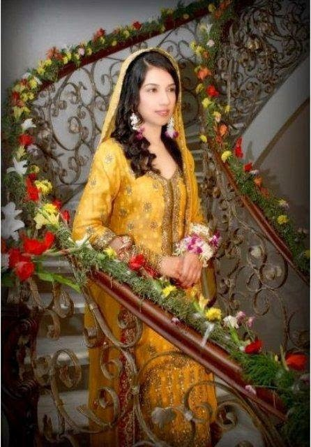 fb96e93bb Latest Trends Of Pakistani Mehndi Dresses 2015 For Women