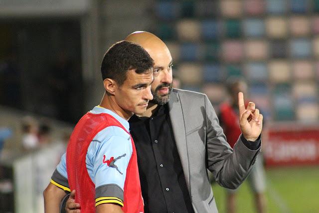 Candela recibe instrucciones del entrenador David Movilla en la Copa del Rey