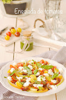 Ensalada de tomates con mozzarella al pesto