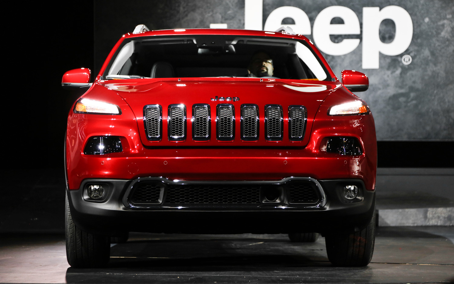 The New 2014 Jeep Cherokee A Closer Look 2006 Jeep Fuse Box Diagram 2015  Jeep Cherokee