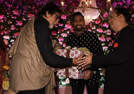 Amitabh-bacchhan-in-Krunal-Pandya-wedding