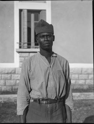 dunkelhäutige/farbige junger Mann - nach dem zweiten Weltkrieg? - Aufnahmedatum unklar