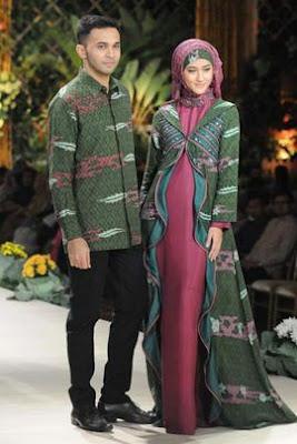 Gaya terbaru model batik busana muslim pasangan remaja