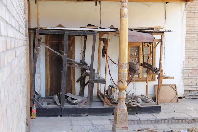 Ouzbékistan, Kokand, Palais de Khodayar Khan, place Mukimi, métier à tisser, © L. Gigout, 2012