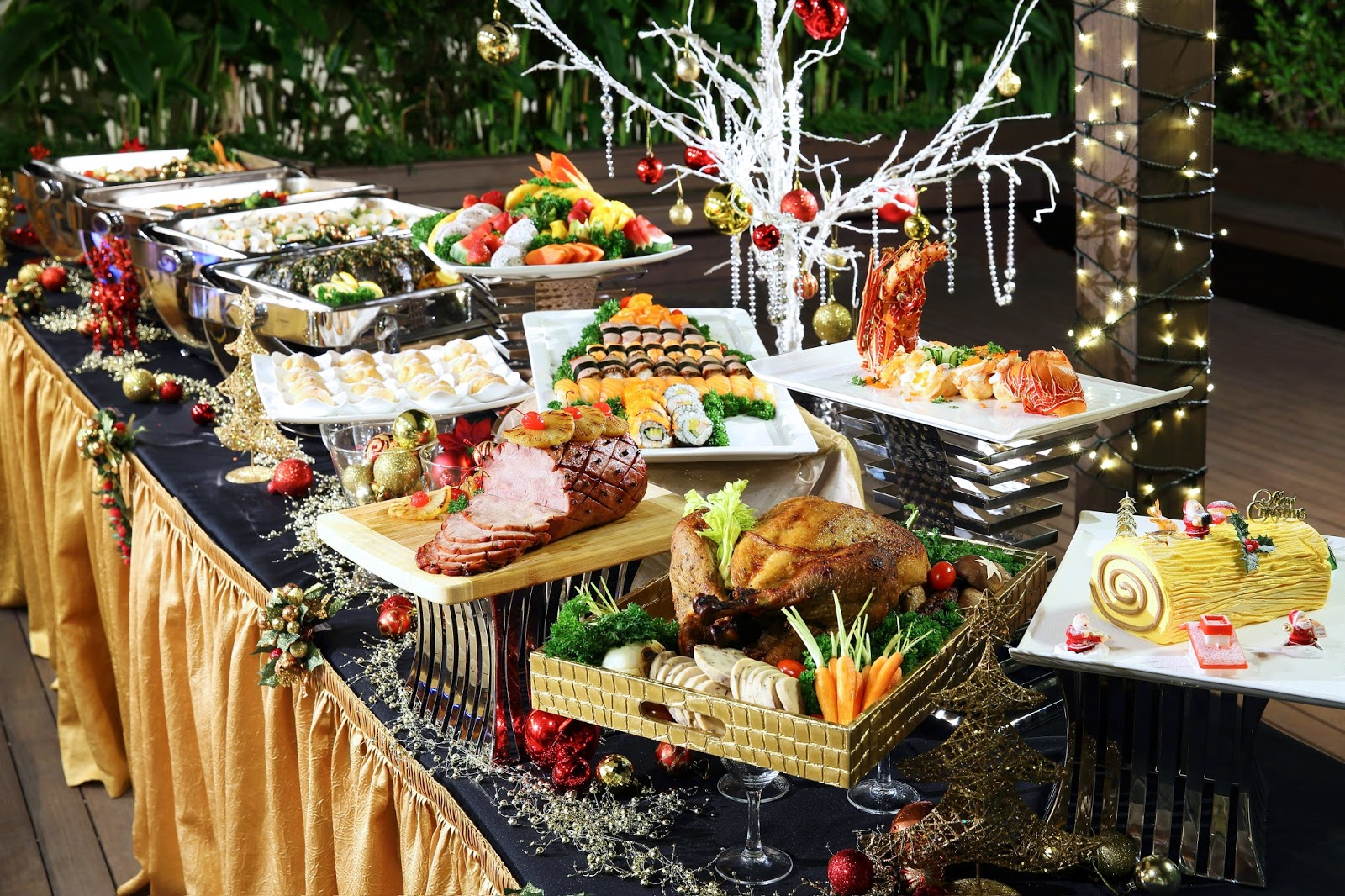 We've put together a collection of dinner party ideas, recipes, menu ideas, and preparation tips. Browse our collection of impressive appetizers, main dishes, side dish recipes, as well as desserts that end the meal with wow factor.