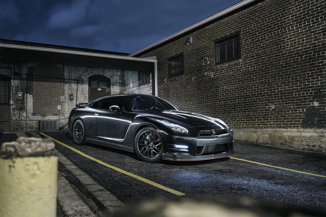 Nissan GT-R, godzilla, kultowe samochody, V6 twin turbo, AWD, supercar benchmark