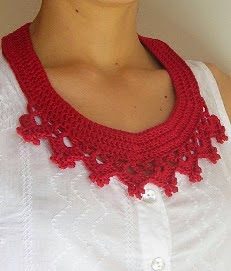 http://chabepatterns.com/free-patterns-patrones-gratis/jewelry-joyeria/collar-necklace-collar-babero/