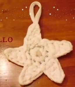 http://cosicasraquel.blogspot.com.es/2014/11/diy-estrella-de-navidad-con-trapillo.html