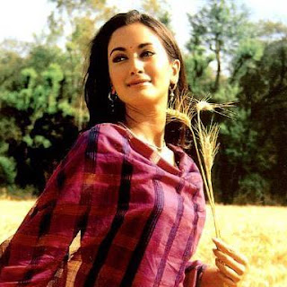 Gayatri Joshi & vikas oberoi, husband, movies, hot, family, swades, wedding, actress, gayatri joshi oberoi, in swades, facebook, photo, wedding photos