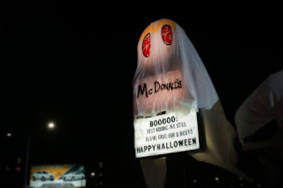 Em clima de Halloween! Burger King se fantasia de McDonald's