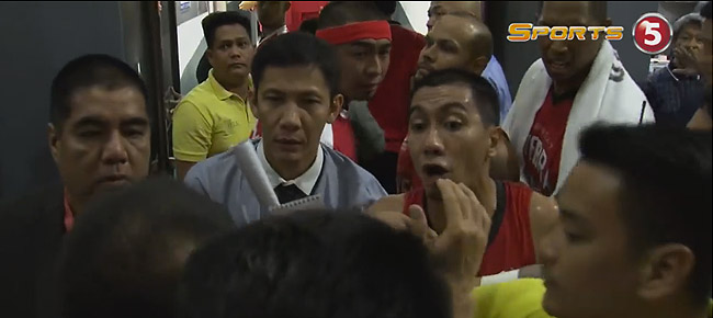 Ginebra-TNT Heated Exchange at halftime of semis Game 3 (VIDEO)