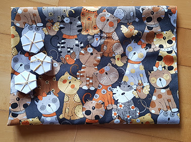 Patchworkstof med katte