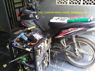 Cara pasang alarm motor remote pada Honda Revo 110 karbu