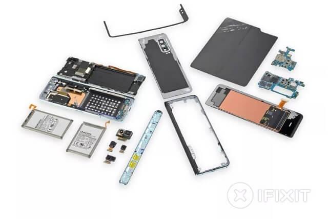 فريق iFixit يرصد فشل تصميم هاتف Samsung Galaxy Fold