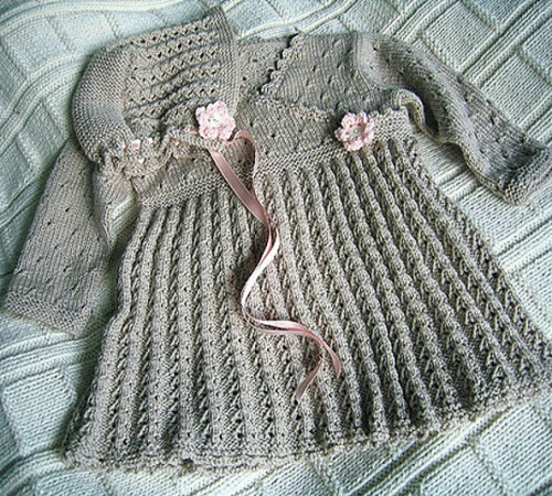 Drops Baby Dress & Bonnet - Free Pattern