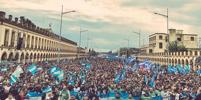 Luján: Marcha por Pan, Paz y Trabajo. Lástima el feo día