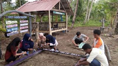 Mahasiswa KKN Universitas Lampung (Unila) Benahi Destinasi Wisata Teluk Paku