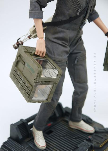 osw.zone Review II: Hot Toys ALIEN 1/6 Sigourney Weaver as Ellen Ripley's 12-inch collectible figure